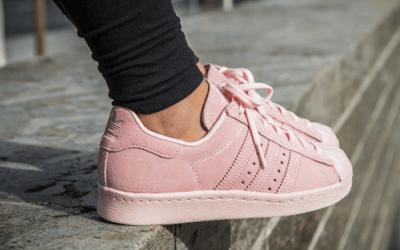 Roze sneakers – Vrijwel elk merk doet eraan mee, wat vind jij ervan?